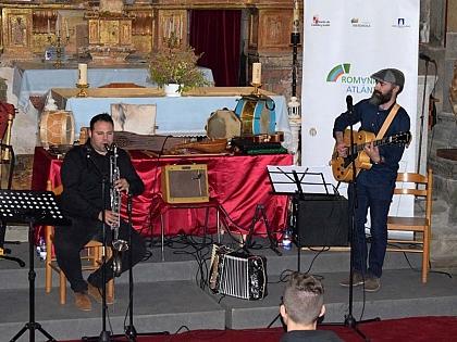 Románico Atlántico acerca la historia y el patrimonio a los vecinos de San Martín de Castañeda