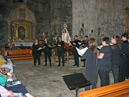 The neighbors of San Martín de Castañeda answer the call of ancient music