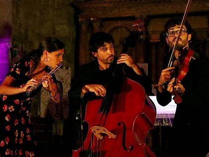 Los vecinos de San Martín de Castañeda disfrutan de la música y el patrimonio con Románico Atlántico
