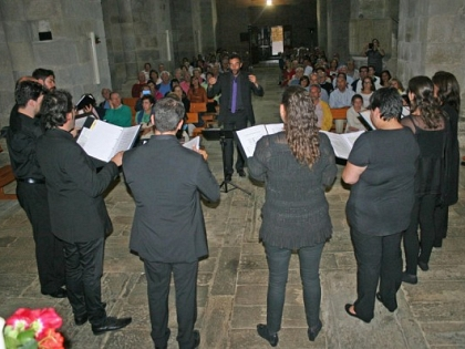Los vecinos de San Martín de Castañeda acuden a la llamada de la música antigua