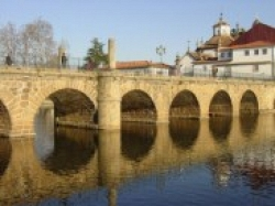 Near Chaves