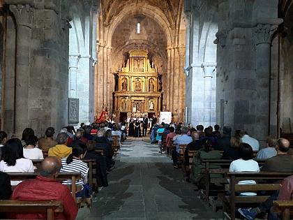 Gran acogida del concierto organizado por Románico Atlántico en San Martín de Castañeda